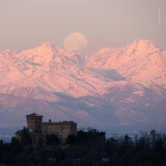 Castello di Gabiano (Monferrato) http://www.winepassitaly.it/index.php/en/travel-wineries-piedmont/maps-and-wine-zones/monferrato