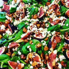 Salade de pousses d'épinards, figues, fêta, noix d'Amazonie au miel et crème de balsamique!