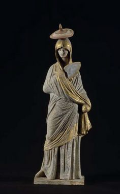 Tanagräische terracotta: Standing woman with sun hat and fan  Statue, dressed, standing (sculpture / statuary / sculpture in the round, female)  4th Quarter 4th century BC.  Location: Tanagra (Greece / Boeotia)