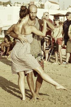 Einfach los tanzen!..... Die Musik fühlen - Pure Leidenschaft? - lass dich führen! Dancepartner.de! Berlin, Hamburg, München,Köln, Stuttgart, Frankfurt am Main, Essen, Düsseldorf, Leipzig, Bremen, Bonn, Hannover und tanzen Sie Los! Hier findest du alle Tanzstile wie Tango, Salsa, Bachata, Zouk, Latin, Standard, West Coast Swing, Lindy Hop und noch viele mehr... starte dein persönliches Tanzerlebnis - jetzt kostenlos anmelden!