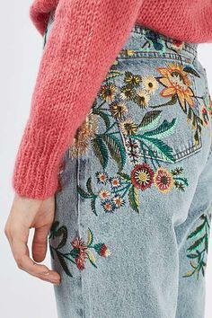 This spring pair a bright sweater with embroidered jeans. Let Daily Dress Me he Diy Jeans, Jeans Denim, Tumblr Outfits, Embroidery Fashion, Diy Embroidery, Embroidery Hoops, Christmas Embroidery, Embroidery Designs, Classy Outfits