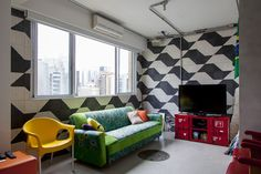 Open house para os criativos. Veja: http://www.casadevalentina.com.br/blog/detalhes/open-house-para-os-criativos-3076 #decor #decoracao #interior #design #casa #home #house #idea #ideia #detalhes #details #openhouse #style #estilo #casadevalentina #livingroom #saladeestar