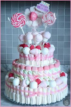 Afficher l'imaggateau bonbon e d'ori gine Torta Baby Shower, Candy Cakes, Cupcake Cakes, Marshmallow Cake, Chocolate Bouquet, Candy Bouquet, Candy Table, Candy Party, Sweet Cakes