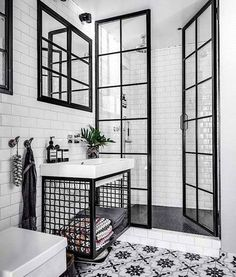 Black and white bathroom: 10 rooms to be inspired-Banheiro preto e branco: 10 ambientes para se inspirar Check out ideas of the classic black and white combination for the bathroom! (Photo: Reproduction) and white - Bathroom Interior Design, Interior Decorating, Modern Interior, Decorating Ideas, Bathroom Designs, Decorating Bathrooms, Interior Ideas, Decorating Frames, Bohemian Decorating