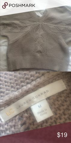 Laura Conrad Beautiful Sweater! Pretty and comfy sweater! Over sized arm area Sweaters