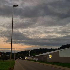 "Gefällt 25 Mal, 1 Kommentare - Luigi Spendero (@roxil_f) auf Instagram: ""#city #sky #autum #nice #switzerland #beautiful"" City Sky, Luigi, Beautiful, Nice, Instagram, Nice France"