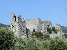 ruderi del castello di Montoro inferiore  / Avellino, Campania. 40°49′00″N 14°46′00″E