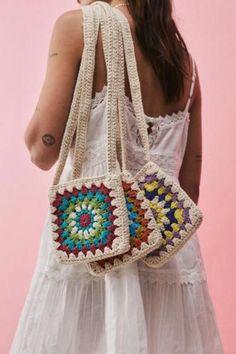Clutch En Crochet, Crochet Pouch, Crochet Backpack, Crochet Diy, Crochet Motifs, Crochet Crafts, Knitted Bags, Crochet Tote Bags, Unique Crochet