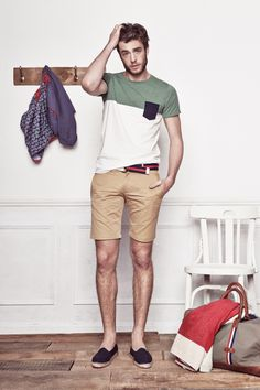 Die: Navy Sneakers + Beige Short + Olivegreen T-Shirt