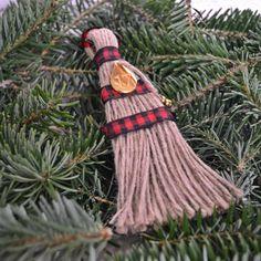 Χειροποίητο σκουπάκι, με σκοινί από λινάτσα, δεμένο ένα επίχρυσο δάκρυ με το 17. Christmas, Xmas, Weihnachten, Yule, Jul, Natal, Natale, Noel, Kerst