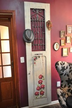 E a porta antiga vira.....