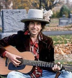 """""""Whatever colors you have in your mind, I'll show them to you and you'll see them shine. Lay, lady, lay, lay across my big brass bed""""  #bobdylan"""