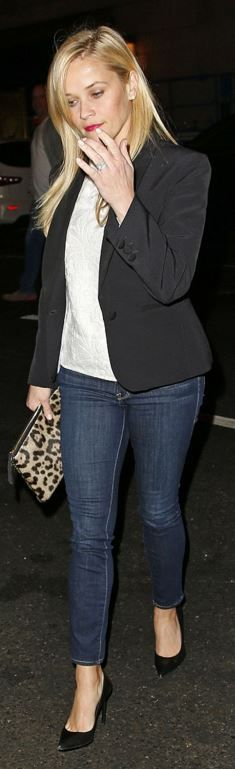 Who made  Reese Witherspoon's blue skinny jeans and leopard print clutch handbag?