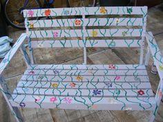 Beschilderde buitenbankje/painted outdoor bench
