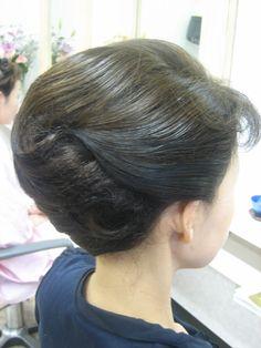 シンプルにしすぎない メリハリがあるので和洋両用に可能なフォーマルアップスタイル 髪飾りをつけてみました 飾りは要らないと仰る方がいますが、飾りをつけた方が良いアップスタイルと そうではないスタイルが有ります、迷ったとき良く解からない時は とりあ...