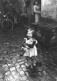Jean-Philippe Charbonnier  Girl with kitten, Roubaix, 1958