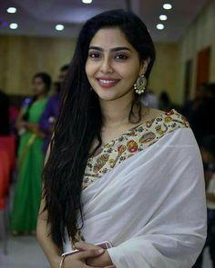 New beauty face Most Beautiful Indian Actress, Beautiful Actresses, Beauty Full Girl, Beauty Women, Beautiful Saree, Beautiful Outfits, Saree Photoshoot, Glamour, Models