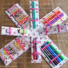 Porta lápis personalizado. Fazemos diversos tecidos. Se preferir pode acompanhar os lápis, canetinhas.