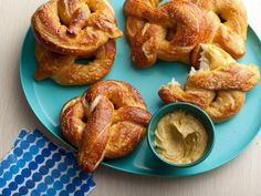 Homemade Soft Pretzels Recipe : Alton Brown : Food Network - Hands down THE BEST soft pretzel recipe. I've made it dozens of times and they ALWAYS turn out perfectly. They freeze well and defrost quickly in the microwave for a quick snack on the go. Homemade Soft Pretzels, Pretzels Recipe, Baked Pretzels, Homemade Cheese, Food Network Recipes, Cooking Recipes, Buffalo Wings, Finger Food, Food And Drink
