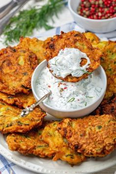 Fresh Zucchini Fritters Recipe with yogurt dill sauce Dill Recipes, Veggie Recipes, Keto Recipes, Vegetarian Recipes, Cooking Recipes, Healthy Recipes, Low Carb Zucchini Recipes, Zucchini Recipes With Fish, Low Carb Food