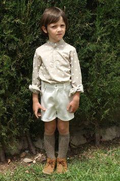 Bermuda niño en algodon-viscosa blanco roto, elastico trasero.