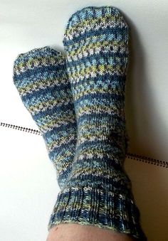 Free pattern for easy to knit socks.