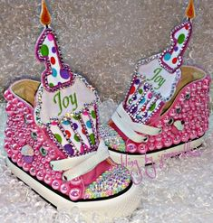 The cupcake sneakers come in numbers 2 or Name can be added to the frosting of the cupcake. Embellished with flat back pearls and high-quality glass stones.They can be made in any color combination of your choosing. Baby Girl Shoes, Kid Shoes, Girls Shoes, Bedazzled Converse, Diy Converse, Bling Shoes, Rhinestone Shoes, Rave Costumes, Baby Bling