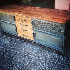 Consola Tv Vintage Industrial Serenity - $ 23.430,00 en MercadoLibre