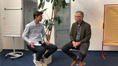 Moritz Kraemer im Studi-Interview In Dubai, Toms, Interview, Moritz, Youtube Kanal, Single Breasted, Videos, Suit Jacket, Suits