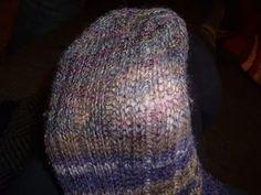 Stricksocken reparieren Knitted Hats, Beanie, Knitting, Fashion, Tutorials, Moda, Tricot, Fashion Styles, Breien
