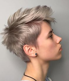 70 Best Short Pixie Cut Hairstyles 2019 - Cute Pixie Haircuts for Women - - Short Hairstyles - Hairstyles 2019 We guarantee you that they are extremely an extraordinary gathering of the Best Short Pixie Hairstyles 2019 in the mold drift for you. Short Hairstyles For Thick Hair, Very Short Hair, Pixie Hairstyles, Short Hair Styles, Messy Short Hair Cuts, Short Hair Cuts Shaved, Blonde Short Hair Pixie, Short Textured Hair, Shaved Pixie