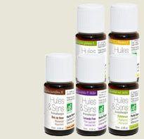 Pour nettoyer les surfaces (plan de travail, sol, meubles de rangement), versez une goutte de l'une des huiles essentielles suivantes directement sur la serpillère ou l'éponge ou bien une dizaine de gouttes (dans l'eau de rinçage) : HE de pin HE de cyprès HE de lemon-grass HE de thym HE de palmarosa HE de pamplemousse HE de citron HE de lavande fine HE d'eucalyptus