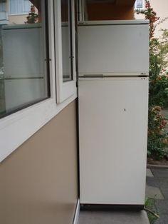 Oude koelkast Top Freezer Refrigerator, Kitchen Appliances, Home, Diy Kitchen Appliances, Home Appliances, Ad Home, Homes, Kitchen Gadgets, Haus