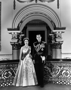 Inside Queen Elizabeth II's Royal Homes, in Honor of The Crown | Vogue Greek Royal Family, British Royal Families, Princesa Elizabeth, Image King, Isabel Ii, Her Majesty The Queen, Thing 1, Princess Margaret, Prince Philip