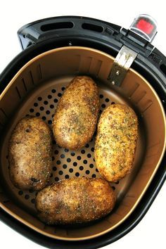 Easy Air Fryer Baked Potatoes - Tender, delicious baked potatoes with a crispy, flavorful skin. You'll never go back to microwaving or baking in the oven again! Tender, delicious baked potatoes with a crispy, flavorful skin. Air Fryer Dinner Recipes, Air Fryer Oven Recipes, Air Fryer Recipes Potatoes, Air Fryer Recipes Vegetables, Air Fry Potatoes, Cooking Vegetables, Cheesy Potatoes, Mashed Potatoes, Nuwave Air Fryer