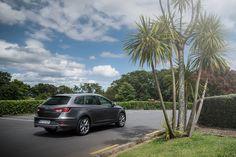 Nejnovější člen rodiny Leon kombinuje nádherný design s nejmodernější technikou a optimální provozní vlastnosti s překvapivou všestranností. Nový SEAT Leon X-PERIENCE Kombi s pohonem všech kol díky mezinápravové spojce Haldex páté generace pro jakékoli cesty nabízí naprostou radost z jízdy v městské džungli i mimo zpevněné vozovky.