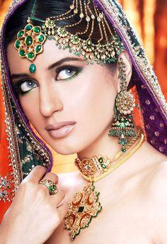 #Pakistani Actor Iman Ali wearing beautiful Kundan Jewelry
