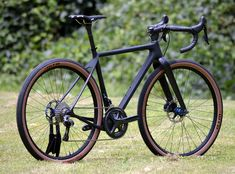 With an Open U. Switching between is as easy as swapping wheels. The post or Guess what? With an Open U. Switching … appeared first on Trendy. Road Bikes, Cycling Bikes, Gravel Bike, Push Bikes, Commuter Bike, Touring Bike, Bicycle Design, Easy, Road Bike