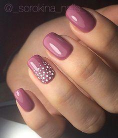 Verziere nur einen Nagel, wenn du keine Zeit hast - ein paar Punkte tun es auch schon! :) Dotted nail art