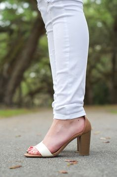 White skinny jeans + sandals