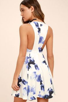 We couldn't have imagined a piece as perfect as the Seeing Chic Blue and Ivory Print Skater Dress! Abstract print skater dress with a V-neckline and pleated tulip skirt. Comfy Dresses, Cute Dresses, Beautiful Dresses, Casual Dresses, Gala Dresses, Dresses For Less, Summer Dresses, Trendy Clothes For Women, Online Dress Shopping
