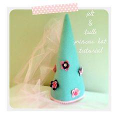 Felt and tulle princess hat tutorial Felt Crafts Diy, Felt Diy, Paper Crafts, Sewing For Kids, Diy For Kids, Crafts For Kids, Pink Dresses For Kids, Princess Hat, Princess Birthday