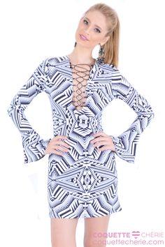 """Vestido justo com estampa geométrica, inspirada na moda """"Disco"""". O decote tem amarração regulável, ajuste para sensual e ou muito sensual! Let´s dance! -- Aniversário  -- Balada -- Show"""