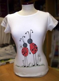 camiseta mariquitas.  pintura en tela. pintada a mano. #pinturaentela T Shirt Painting, Fabric Painting, T Shirt Remake, Funny T Shirt Sayings, Paint Shirts, Diy Tops, Painted Clothes, Personalized T Shirts, Casual Elegance