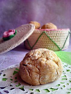 I biscotti alla pera vegan che racchiudono il gusto naturale della frutta nella loro morbida consistenza.  Pear vegan cookies that contain the natural taste of the fruit in their soft texture.