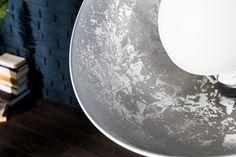 Luxusní stojanová lampa jako designová lampa z velkých foto studii. Lampa v…