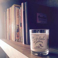 Buenos días y feliz martes! Nuestras velas perfumadas ecológicas también te las enviamos GRATIS hasta fin de mes . No quieres perdértelo y lo sabes! elarboldeljabon.com  #elarboldeljabon #cosmeticanatural #artesanal #cosmeticavegana #vegetal #velasperfumadas #velas #handpoured #cosasbonitas #buenosolores #ambientes #lavieboheme #candles #ecofriendly #vegan #vegano #handmade #hechoamano #spain #valencia #libreria #enviogratis #felizmartes #aceitesesenciales #essentialoils