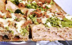 Pizza al farro con broccoletti e salsiccia