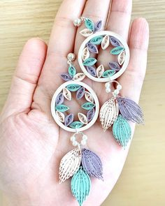 Quilling Flowers Tutorial, Paper Quilling Patterns, Quilled Paper Art, Quilling Paper Craft, Paper Quilling Flowers, Quiling Earings, Paper Quilling Earrings, 3d Quilling, Quilling Ideas