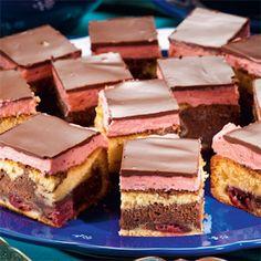 Receptek és hasznos cikkek oldala! : Meggyes csokis sütemény – nagyon guszta, én is kipróbálom Hungarian Desserts, Hungarian Recipes, Cake Bars, Dessert Bars, Cookie Recipes, Dessert Recipes, Pastry Design, Czech Recipes, Sweet Cookies